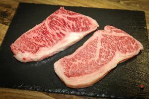 Wunderschön marmoriertes Wagyu A5 aus Japan - Gourmetfleisch.de